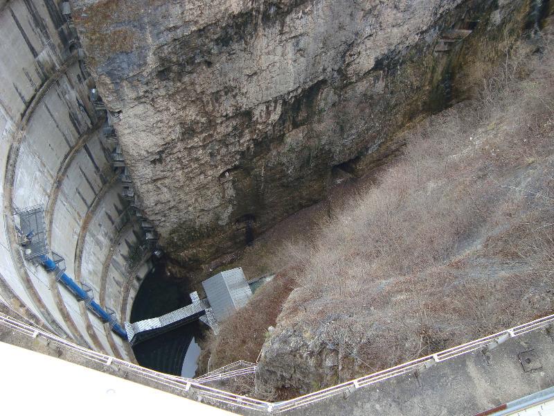 AEIT-TAA-2009-03-28-Diga-S-Giustina-01-diga-lato-valle.JPG